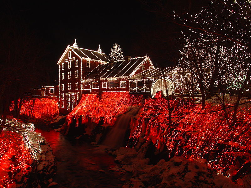 Wikipedia-Commons-Clifton_Mill_Christmas_2005